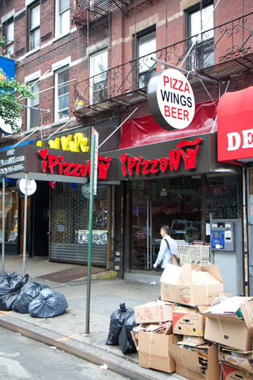 The exterior of the iPizzaNY store